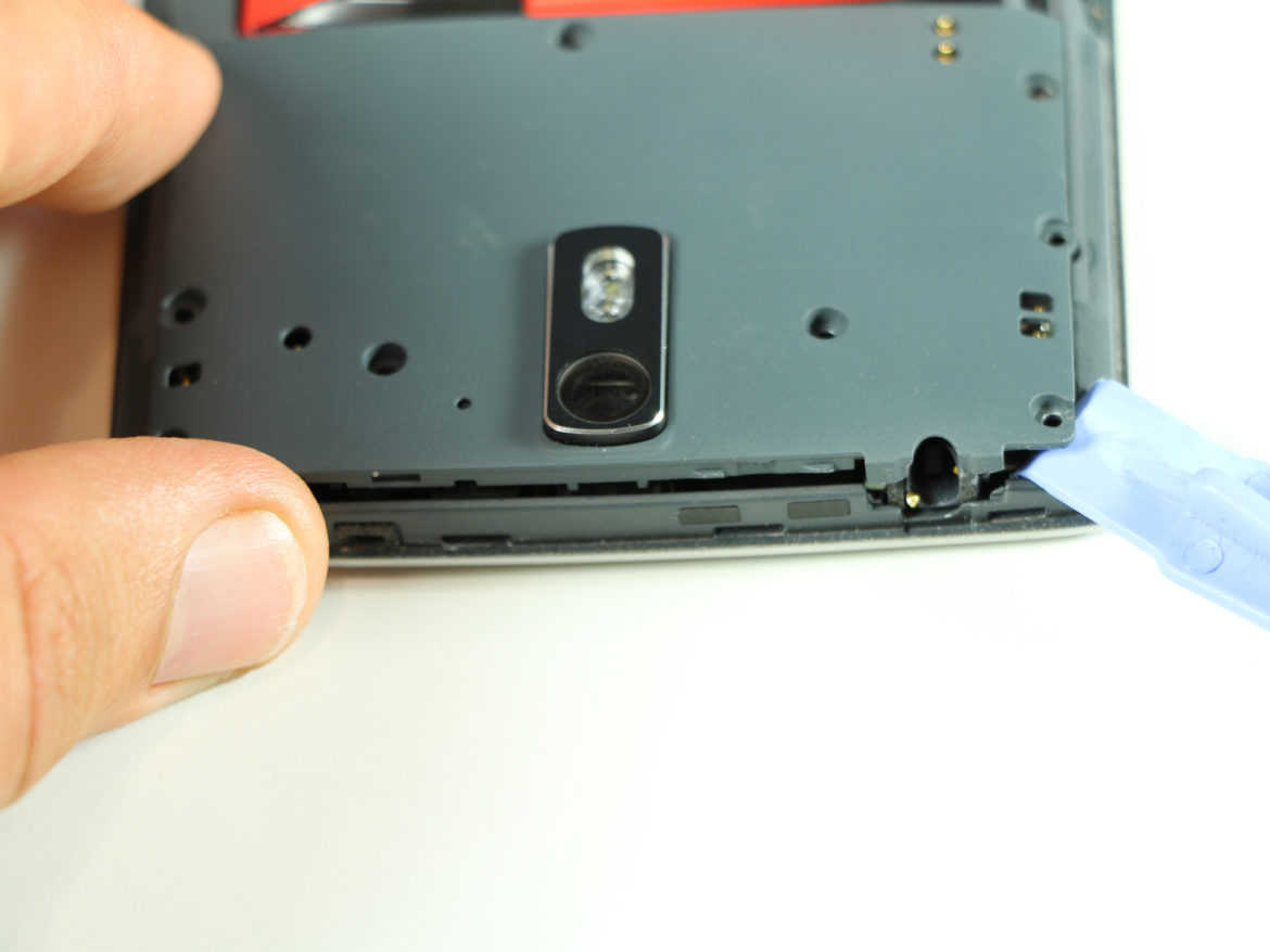 OnePlus One Battery Replacement - Remove Motherboard Cover