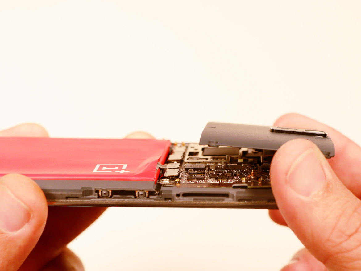 Replace OnePlus One Battery - Exposed Motherboard