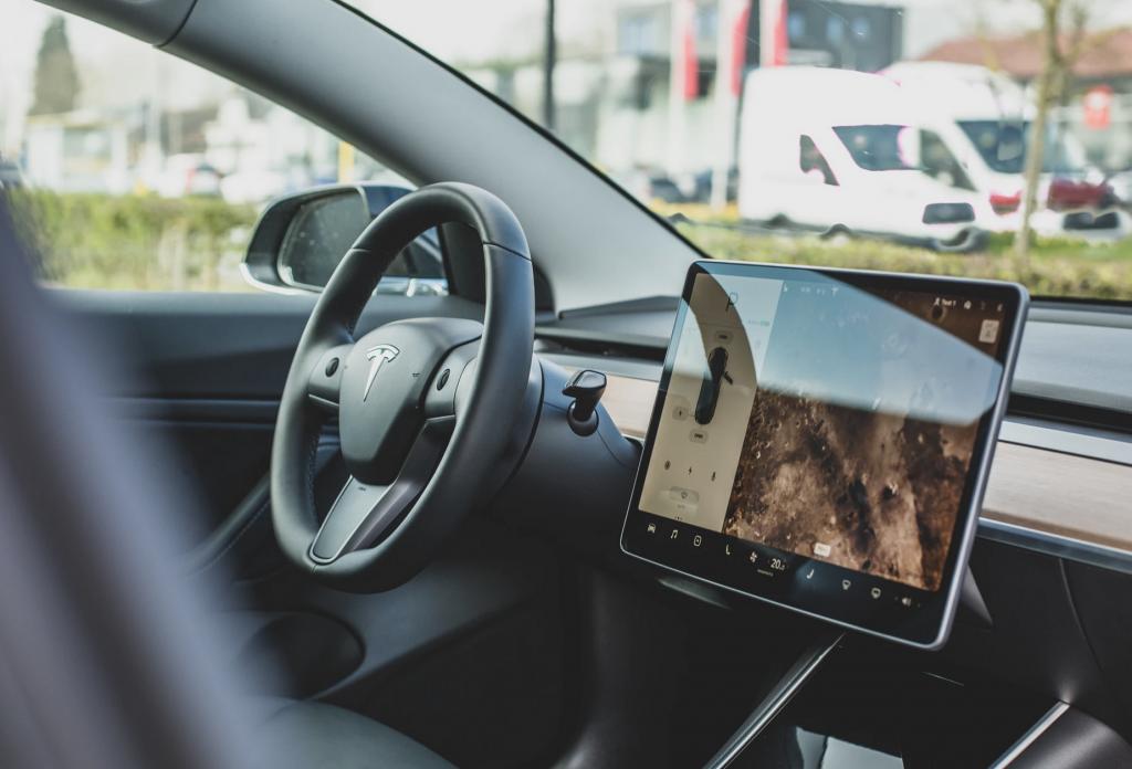 Automotive Industry Utilizes IoT